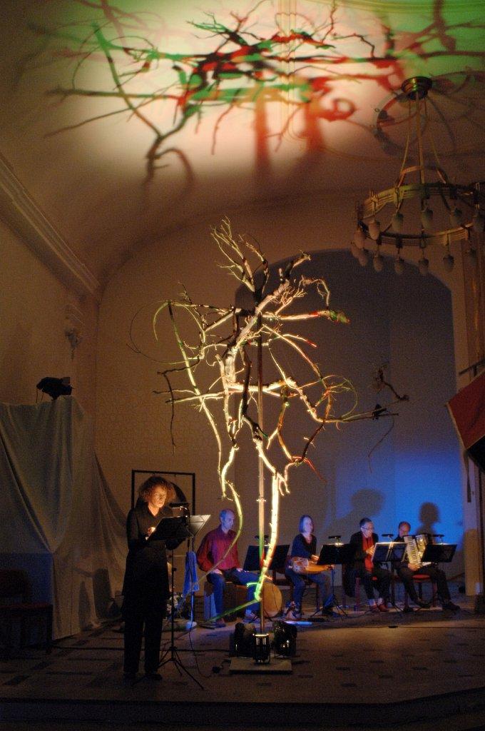 Kulisse und Lichtgestaltung für 'Das Kyrie der Johanna' konzertantes Melodram von Susanne Baltensperger und Balthasar Kübler, Uraufführung 2006