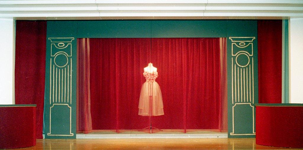 Bühnenbild für 'Die Liebe der vier Obersten' von Peter Ustinov 1999